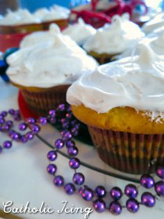 Easy new year's cupcakes for St. Basil's feast day with hidden jewels inside.