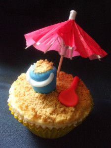 Bucket and spade cup cake