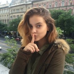 Barbara Palvin : Photo