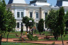 Parcul V. I. Popa de langa teatrul cu acelasi nume din Barlad...  http://www.tesalut.ro/vaslui/?&mid=1&q=teatru  (photo by Bârlad City)