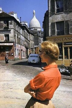 An American Girl in Montmartre, Paris, Photo by Inge Morath. An American Girl in Montmartre, Paris, Photo by Inge Morath. Vintage Paris, Old Paris, Vintage Italy, Montmartre Paris, Vintage Photographs, Vintage Photos, Inge Morath, Top Photographers, Portraits