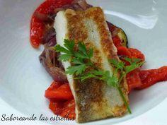 Bacalao con berenjena, cebolla y pimiento asado