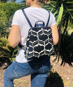 Sac à dos femme noir et blanc imprimé bohème ethnique idée cadeau femme Make A Gift, Printed Bags, Black Backpack, Hobo Bag, Ankara, Drawstring Backpack, Fashion Backpack, Gifts For Her, Wax