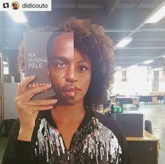 Bom Dia! Fica a dica de leitura da nossa Adriana Couto (#personalidadecaicodequeiroz )a obra  do nosso amigo @olazaroramos vai perder ? Regran @didicouto ・・・ Leitura do Domingo! Lázaro nos ajudando a entender!  Reflexões sobre racismo no Brasil e a trajetória dele se cruzam no novo livro. Um artista negro fazendo história, escrevendo a própria história. Obrigada @olazaroramos #quemepretocomoeu #naminhapele #lazaroramos #poderparaopovopreto #caicodequeiroz #divisaodejornalismo #tv #livros
