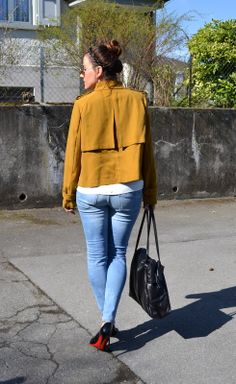 Mustard jacket, christian louboutin patent pumps, fashionblogger, casual outfit and a vintage coccinelle bag