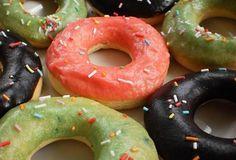 Pečené donuty - recept. Přečtěte si, jak jídlo správně připravit a jaké si nachystat suroviny. Vše najdete na webu Recepty.cz. Doughnut, Kitchen, Cooking, Kitchens, Cuisine, Cucina