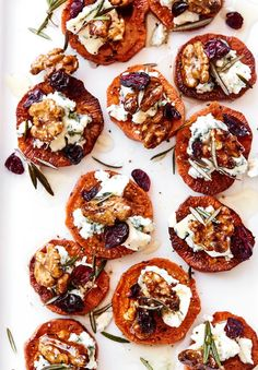 Here, baked sweet potato slices stand in for toasted bread in this creative twist on crostini. Topped with blue cheese, walnuts and honey, they're the perfect fall appetizer. Tapas, Fall Appetizers, Appetizer Recipes, Christmas Appetizers, Baked Sweet Potato Slices, Sweet Potatoe Appetizer, Fall Recipes, Holiday Recipes, Honey Recipes