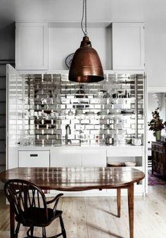 Kleine Küche Einrichten Spiegelfliesen Weiße Küchenzeile