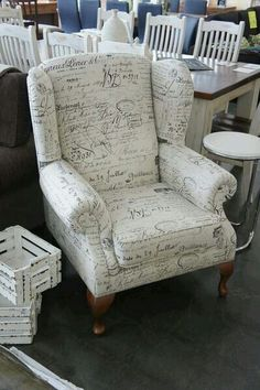Love the upholstery on this chair! Paris Room Decor, European Style Homes, Painted Chairs, Vintage Chairs, Recycled Furniture, Upholstered Chairs, New Room, Home Living Room, Furniture Making