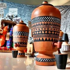 Dicas de Artesanatos em Filtro de Barro Flat Interior Design, Wood Crafts, Diy Crafts, Pottery Painting Designs, Filter, Cafe House, Antique Chandelier, Sweet Home Alabama, Posca