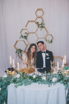 Sweetheart table wedding - How To Tastefully Combine Opposite Styles For Your Dream Wedding – Sweetheart table wedding Wedding Reception Planning, Wedding Reception Flowers, Green Wedding, Wedding Ideas, Wedding Couples, Head Table Wedding, Tent Wedding, Sweet Heart Table Wedding, Farm Wedding