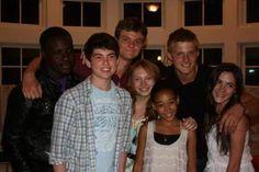 From left to right, Dayo Okeniyi, Ian Nelson, Jack Quaid, Amandla Stenberg, Alexander Ludwig, Isabelle Fuhrman :3