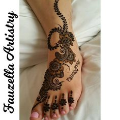 And another! @fauzellaartistry adorned my foot! #hennaart #naturalhenna…
