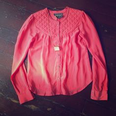 Pyrus London Anthropologie blouse Coral pink blouse from Anthropologie made by Pyrus London. 100% silk with quilting on top. Absolutely gorgeous! It was one of Anthro's high end items! Anthropologie Tops Blouses