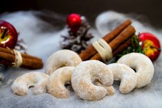 Christmas biscuits from Alsace: an ancestral and delicious tradition from French pastry cookbook. Discover winachtsbredele like zimtsterne & Vanillekipferl Christmas Bread, Christmas Biscuits, German Christmas, Christmas Sweets, Christmas Desserts, Christmas Traditions, Christmas Cookies, Christmas Decorations, Christmas Time