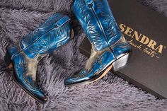 These blue boots are amazing! Cowgirl Style, Cowgirl Boots, Cowgirl Fashion, Western Style, Botas Western, Western Boots, Converse, Vans, Blue Boots