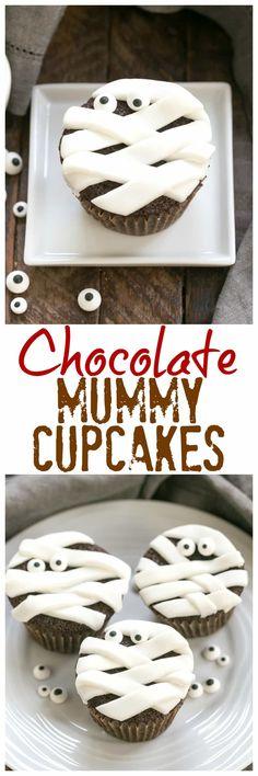 EASY Chocolate Mummy Cupcakes   A simple way to make festive Halloween cupcakes #halloween #mummy #cupcakes