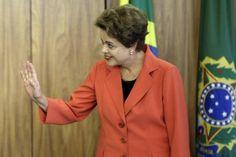 """La Presidenta brasileña, Dilma Rousseff, quedó hoy contra las cuerdas, una vez que el jefe de los diputados, Eduardo Cunha, aceptó promover un juicio con miras a su destitución por graves irregularidades fiscales cometidas desde 2014. """"Recibí con indignación la decisión del presidente de la Cámara de Diputados contra un mandato democráticamente conferido por el […]"""