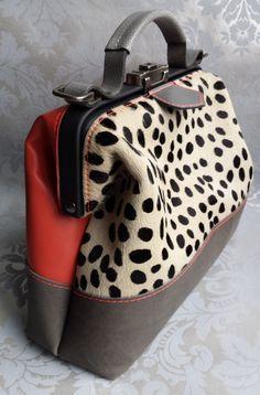 Dokterstas schoudertas cheetah roze