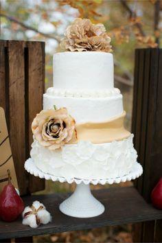 Bolos de casamento inspirados no outono. #casamento #bolodosnoivos #castanho #flores #pêras #outono #inspiração