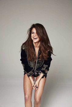 Eh aprendido que Selena es una mujer fuerte y digna de admiración,diga lo que diga la gente.Antes la odiaba sin saber su historia y por creer estupidos rumores.Ella es una buena persona con sus fans❤️ y es hermosa por dentro y fuera,muchos respetos y que vuelva prontooo.