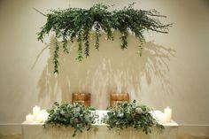 結婚式の高砂装飾に季節感を!春夏秋冬別コーディネートをご紹介 / 装花 装飾アイテム 高砂 / WEDDING | ARCH DAYS Tent Wedding, Wedding Table, Rustic Wedding, Gothic Wedding, Event Lighting, Wedding Lighting, Event Planning Tips, Maine, Wedding Event Planner