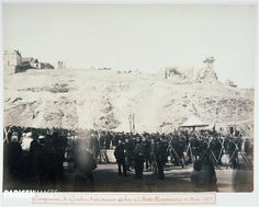 Album de la Commune de Paris, campement de gardes Nationaux au bas de la Butte Montmartre, 18 mars 1871 . Photographie anonyme, 18 mars 1871. Paris, musée Carnavalet.