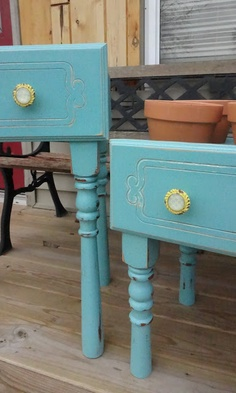 Old drawer planter boxes. Spindles for legs. Reinforced bottoms may be necessary. Instructions on website for making planter boxes for the terra cotta pots. {createinspire} blog