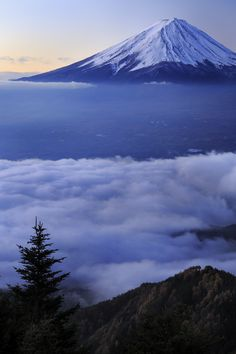 Mt. Fuji, Japan 富士山 cant believe my boyfriend was able to go see and climb this