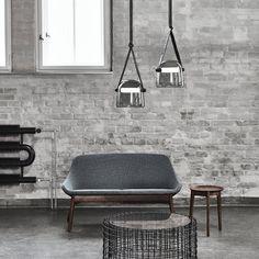 Die Mona Hängeleuchte überzeugt durch den modernen Schirm aus mundgeblasenem Glas. Die außergewöhnliche Form des Leuchtmittels ist nicht nur ein Eye-Catcher, sondern auch eine gute Lichtquelle um eine stimmungsvolle, diffuse Beleuchtung zu schaffen.  | LED | Hängeleuchte | Licht | Brokis| Modern | Designleuchte | LED-Beleuchtung | Deckenlampe | Wohnraum | Wohnzimmer | Glas | schwarz | smoke-grey | #brokis #lichtdesign #licht #hängeleuchte#frankeleuchten #unsereideenleuchten Led Pendant Lights, Pendant Lamp, Luminous Colours, Kitchen Units, Hand Blown Glass, Wood And Metal, Glass Pendants, Glass Shades, Contemporary Design