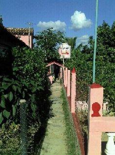 Entrada al jardín Vinales, Cuba, Sidewalk, Garden Entrance, Bus Station, Travel Agency, Cozy, Parking Lot, Side Walkway