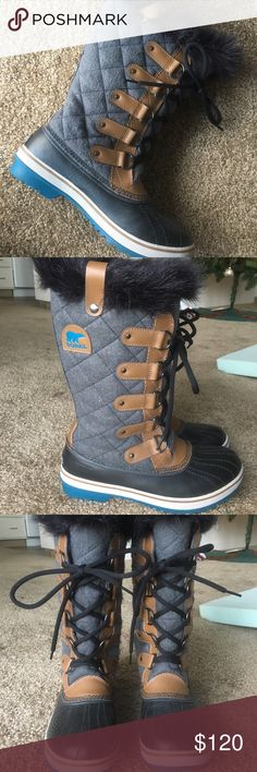 Women's Sorel Tofino Felt Winter boots by Sorel -Waterproof -Faux fur -Great condition, looks like new despite being briefly worn 3x in Idaho winter weather. -Clean, no know defects -Selling because I don't need them anymore! Sorel Shoes Winter & Rain Boots