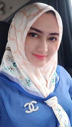 Vozduh Sumerki's media content and analytics Beautiful Muslim Women, Beautiful Hijab, Hijabi Girl, Girl Hijab, Hijab Niqab, Hijab Chic, Girl Number For Friendship, Muslim Beauty, Muslim Girls