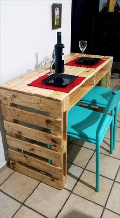 Wooden Pallet Furniture wooden pallet bar - So people have a look at these 20 DIY pallet ideas that should in your next to do list as they are really fascinating and fun to resist. Wooden Pallet Bar, Wooden Pallet Crafts, Wood Pallet Recycling, Wooden Pallet Furniture, Recycled Pallets, Diy Pallet Projects, Wooden Diy, Pallet Ideas, Furniture Projects