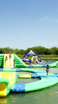 This water park is the ULTIMATE aquatic adventure. Fun Water Parks, Backyard Water Parks, Water Slides Backyard, Cool Water Slides, Fun Places To Go, Beautiful Places To Travel, Inflatable Water Park, Inflatable Island, Cool Pool Floats