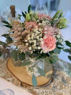 Joli bouquet champêtre rose poudré, très tendance ! Lorraine, Bouquet Champetre, Table Decorations, Furniture, Home Decor, Dusty Rose, Decoration Home, Room Decor, Home Furnishings