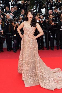 Aishwarya Rai a de nouveau foulé le tapis rouge cannois hier. La star de Bollywood et égérie L'Oréal était encore une fois sublime dans sa robe Elie Saab.p