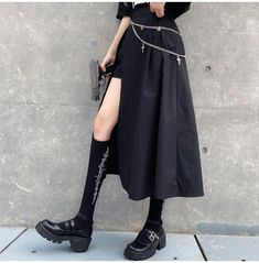 Edgy Outfits, Long Skirt Outfits, Cute Outfits, Fashion Outfits, Long Black Skirt Outfit, Long Slit Skirt, Long Black Skirts, Long Skirts, Mode Harajuku