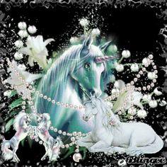 Fantasy Wolf, Unicorn Fantasy, Unicorn Art, Beautiful Unicorn, Beautiful Fantasy Art, Beautiful Horse Pictures, Animals Beautiful, Unicorn Wallpaper Cute, Unicornios Wallpaper