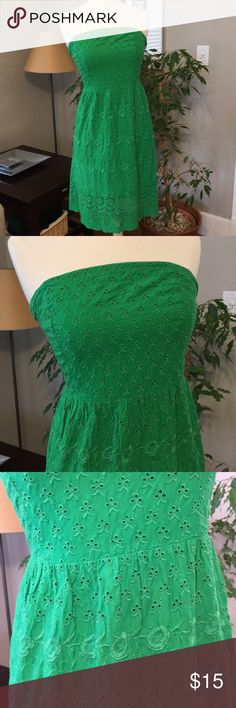 """Preppy Kelly Green Eyelet Strapless Dress Derby 4 This is a precious little spring dress. Think Derby in the spring!!  ADORABLE Eyelet detailing!!! US Size 4 Tall  Shown on my mannequin ~ which is size 2/4.  I am 5'8"""" tall and slender ~ I typically wear a size 4 and this fit me great.  Looks adorable with wedge sandals or flip flops. Old Navy Dresses Strapless"""