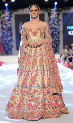 Nomi Ansari is the famous fashion designer. Check out our new arrivals, luxury pret, Occasion wear and wedding wear collection. Bridal Hijab Styles, Bridal Mehndi Dresses, Mehendi Outfits, Pakistani Wedding Outfits, Indian Bridal Outfits, Pakistani Bridal Dresses, Indian Designer Outfits, Indian Dresses, Anarkali Dress Online Shopping