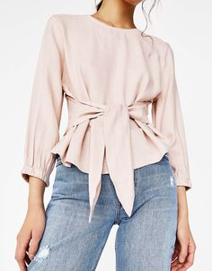 Blouse with front knot Source by lulusft outfit Blouse Styles, Blouse Designs, Bluse Outfit, Hijab Stile, Hijab Fashion, Fashion Outfits, Zara Mode, Business Outfits Women, Stylish Dress Designs