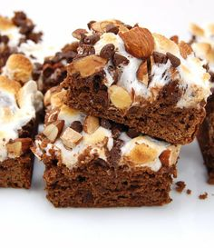 Indulgent rich brownies topped with toasted marshmallows, roasted almonds, and chocolate chips. I love brownies. Especially right out of the oven with a scoop of ice cream … Brownie Toppings, Brownie Bar, Brownie Recipes, Cookie Recipes, Brownie Desserts, Baking Recipes, Fun Desserts, Delicious Desserts, Dessert Recipes