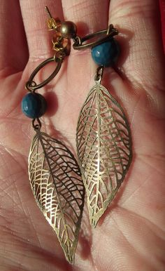 Leaf earrings Source by charlottebarvau Blue Earrings, Leaf Earrings, Stone Earrings, Beaded Earrings, Earrings Handmade, Handmade Jewelry, Jewelry Model, Jewelry Art, Jewelry Accessories