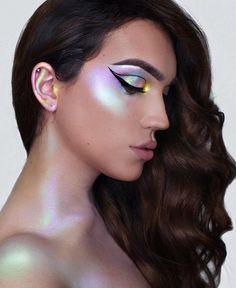 Holographic iridescent alchemist palette kat von d