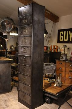 Give Your Rooms Some Spark With These Easy Vintage Industrial Furniture and Design Tips Do you love vintage industrial design and wish that you could turn your home-decorating visions into gorgeous reality? Industrial Design Furniture, Industrial Living, Industrial Interiors, Rustic Industrial, Industrial Drawers, Metal Clock, Colorful Furniture, Recycled Furniture, Eclectic Decor