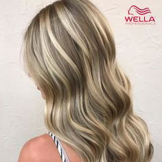 Discover 10 sandy blonde hair color ideas and formulas with Wella Professionals' guide to the trend. These creations are the dream for surfer girl locks. Sandy Blonde Hair, Bright Blonde Hair, Blonde Hair Looks, Brunette Hair, Brown Hair Images, Frosted Hair, Professional Hair Color, Pretty Hair Color, Aesthetic Hair