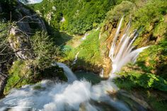 Water rushing down the edge of a cliff at the Plitvice Lakes National Park in #Croatia.  More stunning pictures from Plitvička Jezera at www.aroundtheworld.photography!  #waterfall #photographylovers #landscapephotography #nature #naturelovers #NaturePhotography #PlitviceLakes #PlitviceLakesNationalPark Landscape Photography, Nature Photography, Plitvice Lakes National Park, Cliff, Croatia, Travel Ideas, Spotlight, Waterfall, National Parks