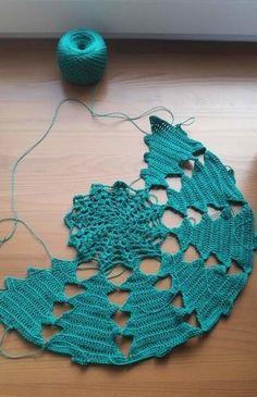 Crochet Christmas Decorations, Crochet Christmas Trees, Holiday Crochet, Halloween Crochet, Free Crochet Bag, Crochet Daisy, Thread Crochet, Crochet Yarn, Crochet Flowers