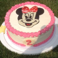 Minniemouse - Withe Velvet with Cheesefrosting